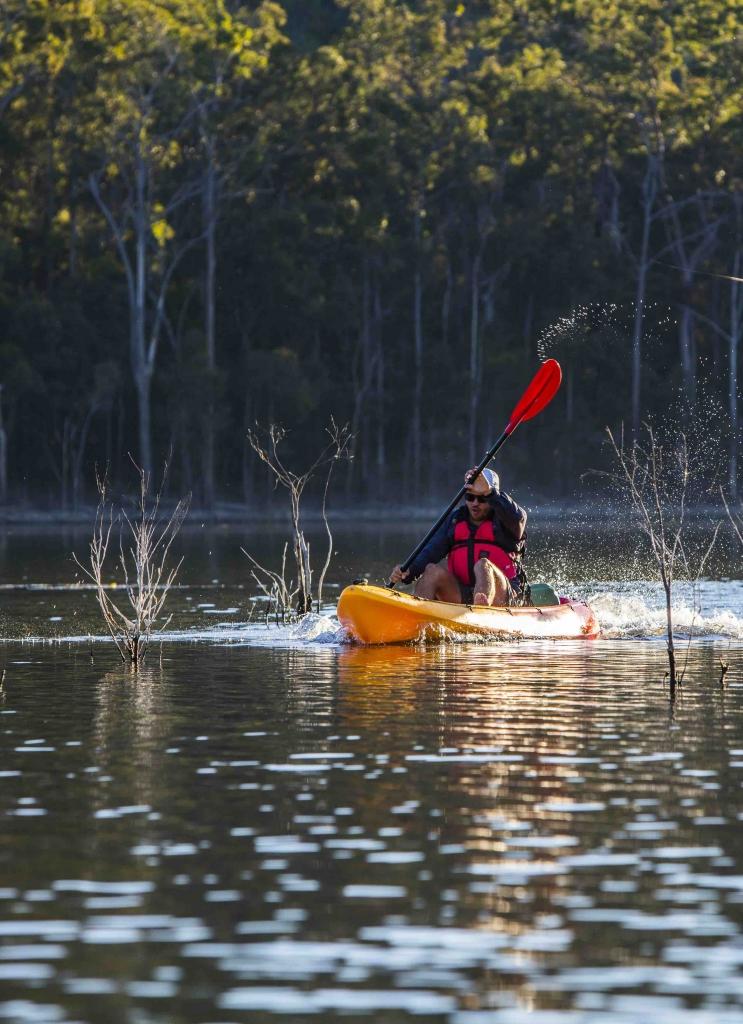 Hinze Dam canoeing